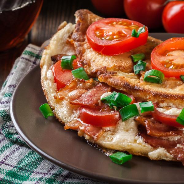 Omelette mit Speck und Tomaten