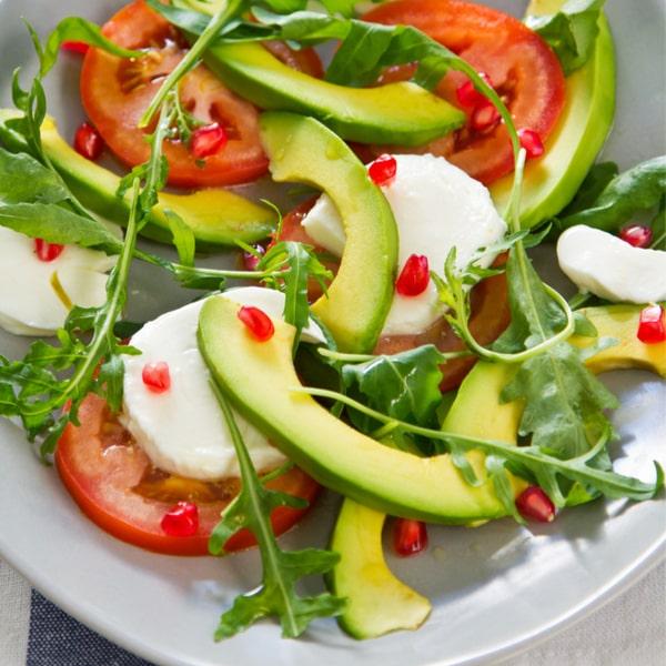 Tomaten-Avocado-Mozzarella